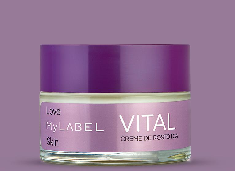 O creme de dia MyLABEL Vital, reduz visivelmente as rugas mais profundas enquanto ajuda a pele a recuperar a tonicidade. Devolve a vitalidade à pele madura